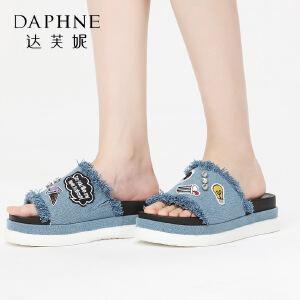 Daphne/达芙妮17王文也合作款休闲厚底女鞋 潮流卡通刺绣牛仔拖鞋