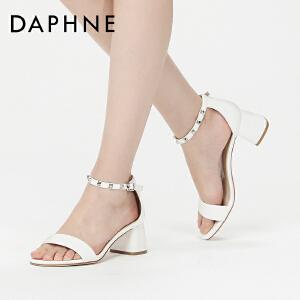 Daphne/达芙妮17正品时尚铆钉一字扣高跟鞋 百搭圆头露趾粗跟凉鞋