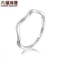 六福珠宝 18K金白色波浪戒指女戒闭口戒 定价 L18TBKR0024W