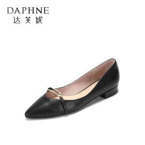Daphne/达芙妮2017春舒适羊皮通勤女鞋 简约尖头金属扣饰方跟单鞋