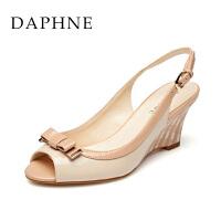 Daphne/达芙妮正品女鞋 春夏款坡跟鞋蝴蝶结漆皮鱼嘴 女凉鞋