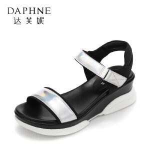 Daphne/达芙妮17夏韩版学院风魔术贴凉鞋 个性拼色露趾松糕底女鞋