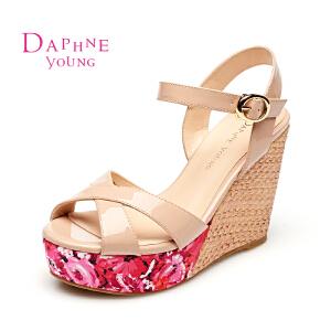 Daphne/达芙妮 超高跟印花防水台一字扣女凉鞋1515303040