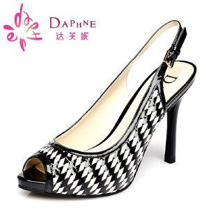 达芙妮女凉鞋 细高跟女鞋 条纹压花皮后空编织鱼嘴凉鞋