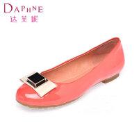 Daphne/达芙妮女鞋 小圆头浅口金属装饰低跟方跟女单鞋1014101185