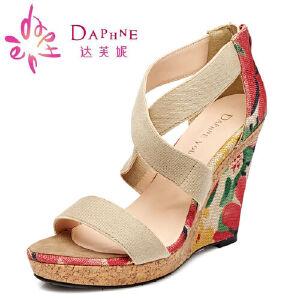 Daphne/达芙妮 韩版超高坡跟露趾印花凉鞋1515303042