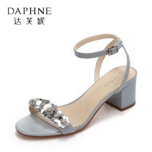 Daphne/达芙妮17新款休闲粗跟通勤女鞋 时尚亮片花朵扣带高跟凉鞋