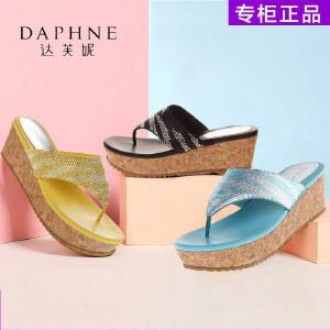Daphne/达芙妮女鞋夏季防水台凉拖鞋甜美休闲水钻T型木纹坡跟拖鞋