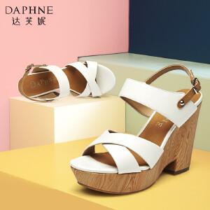 Daphne/达芙妮女鞋夏款 超高坡跟木纹防水台露趾一字扣凉鞋