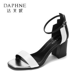 Daphne/达芙妮17欧美时尚露趾高跟女鞋 复古方头拼色扣带方跟凉鞋