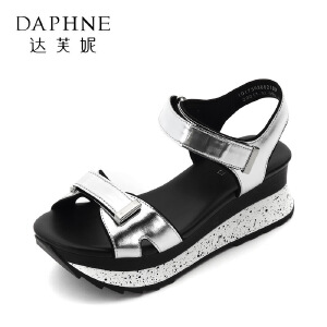 Daphne/达芙妮17学院风松糕坡跟女鞋 舒适圆头拼色魔术贴厚底凉鞋